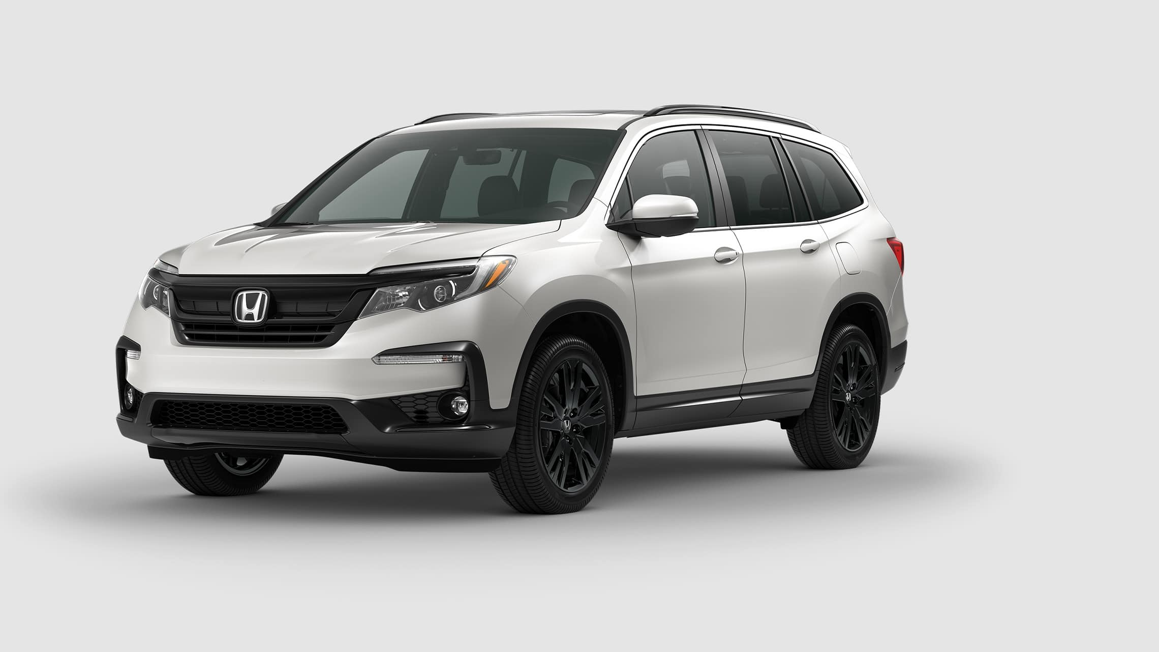 Front driver-side view of the 2021 Honda Pilot Special Edition in Platinum White Pearl.
